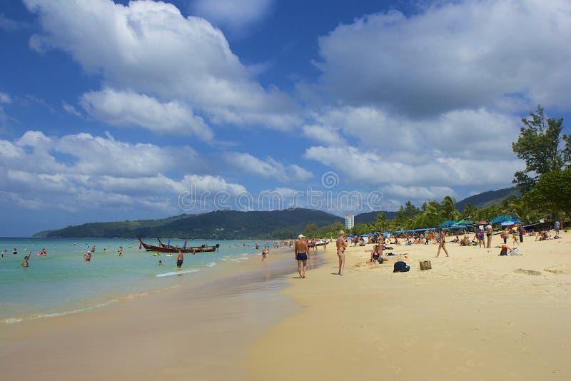 Área da praia de Karon em Phuket, Tailândia fotografia de stock royalty free