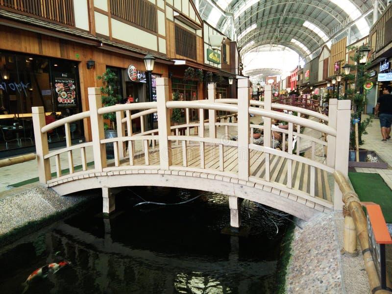 Área de compras en el estilo japonés del pueblo del parque de Paseo foto de archivo libre de regalías