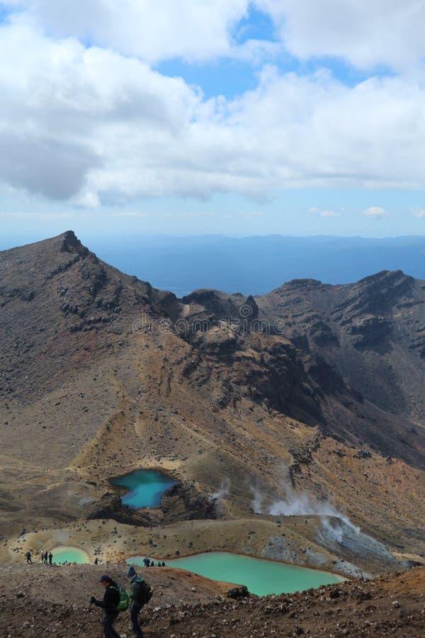 Área de Emerald Lakes e do vulcão, cruzamento alpino de Tongario, parque nacional de Tongario, Nova Zelândia imagem de stock