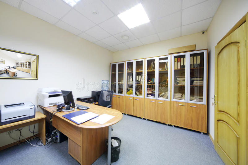 Área de funcionamento vazia no escritório moderno. imagem de stock