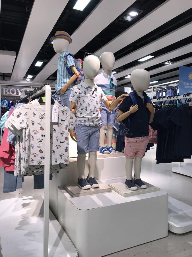 Área de indicação da roupa do menino foto de stock