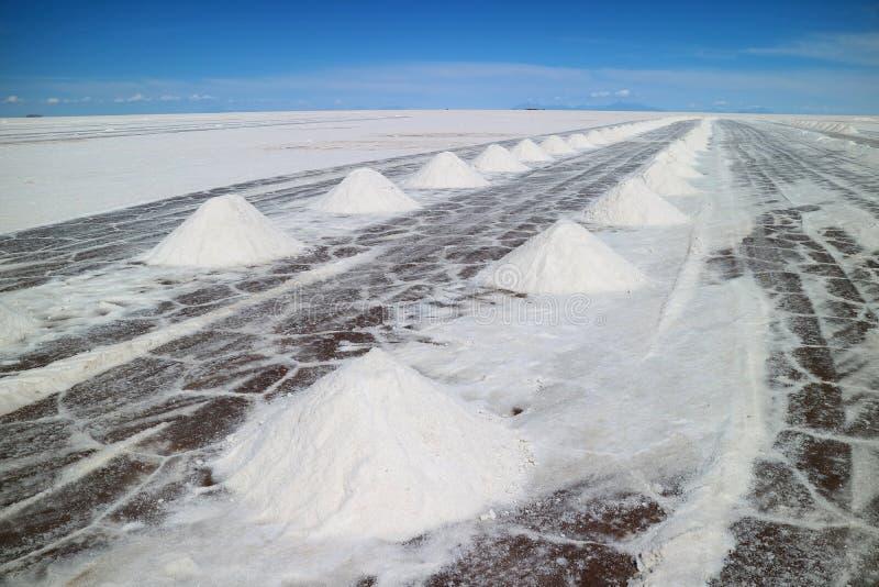 Área de la extracción de la sal en el EL Salar de Uyuni, los planos más grandes de la sal del mundo del departamento de Potosi de foto de archivo