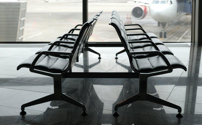 Área de la salida del terminal de aeropuerto dentro foto de archivo libre de regalías