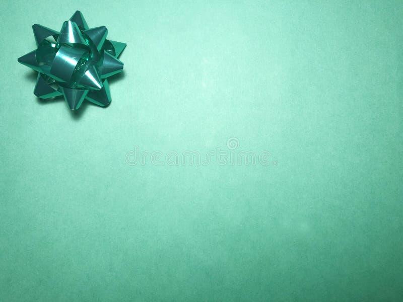 Área de mensaje vacío con el ornamento como la estrella, el documento de nota o marco brillante verde sobre fondo oscuro y verde  imagen de archivo