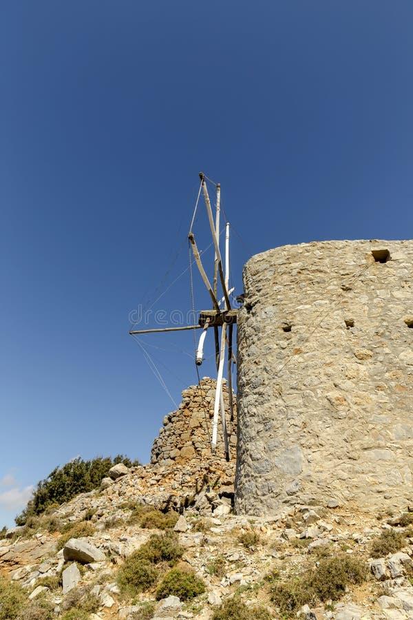 Área de pedra antiga de Lassithi dos moinhos de vento, Creta da ilha, Grécia imagem de stock royalty free