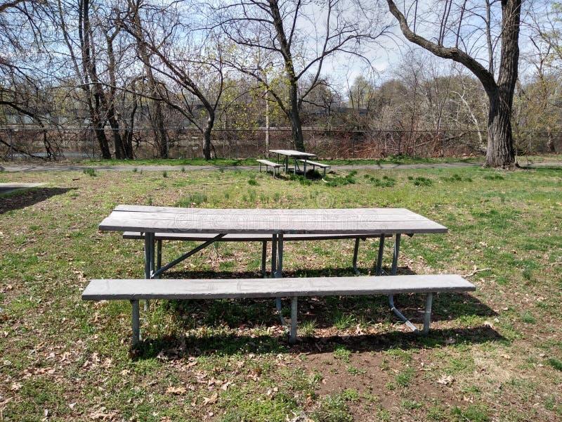 Área de picnic en un parque público, Rutherford, NJ, los E.E.U.U. fotos de archivo