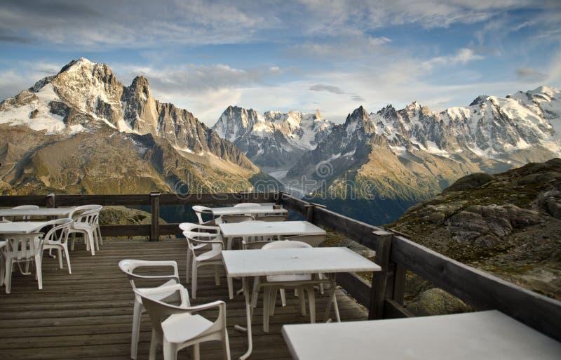 Área de piquenique nos alpes franceses fotos de stock