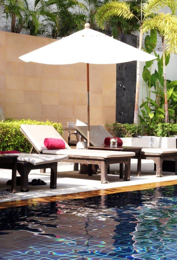 Área de piscina tropical imagenes de archivo