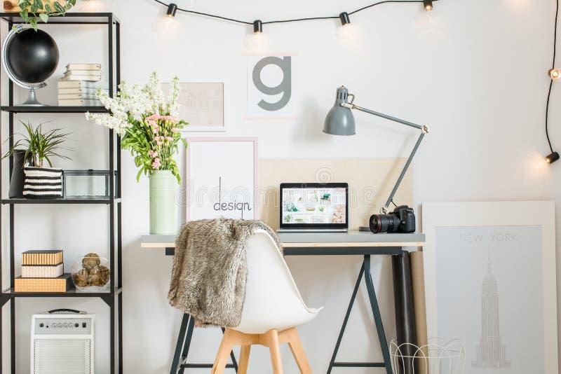 Área de trabalho nórdica com pele fotografia de stock royalty free