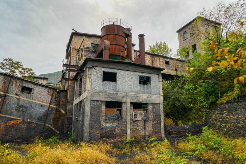 Área de vida del taller de construcción abandonado en la mina de carbón Wangping, Beijing, China imagen de archivo