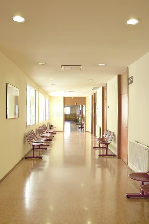 Área del vestíbulo del edificio que espera público Centro del hospital interior nadie foto de archivo libre de regalías