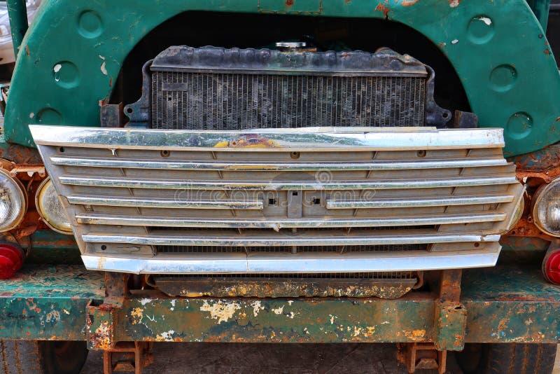 Área dianteira do carro velho, radiador verde velho do carro, estilo do vintage fotografia de stock royalty free