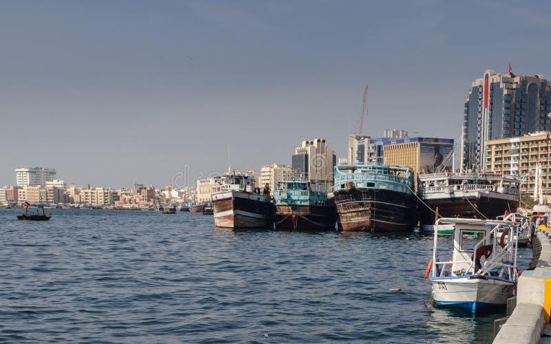 Área do departamento Dubai, lado ocidental de Dubai Creek fotografia de stock