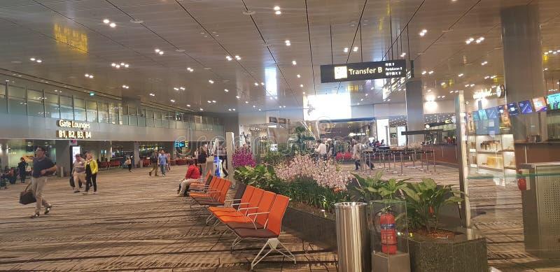 Área do trânsito do aeroporto de Changi agradável fotografia de stock