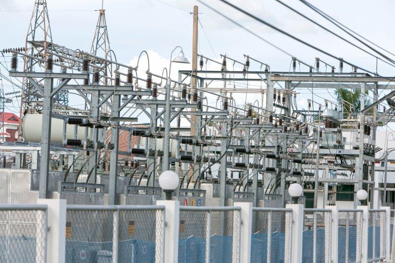Área eléctrica de la estación del transformador de la central eléctrica imagen de archivo