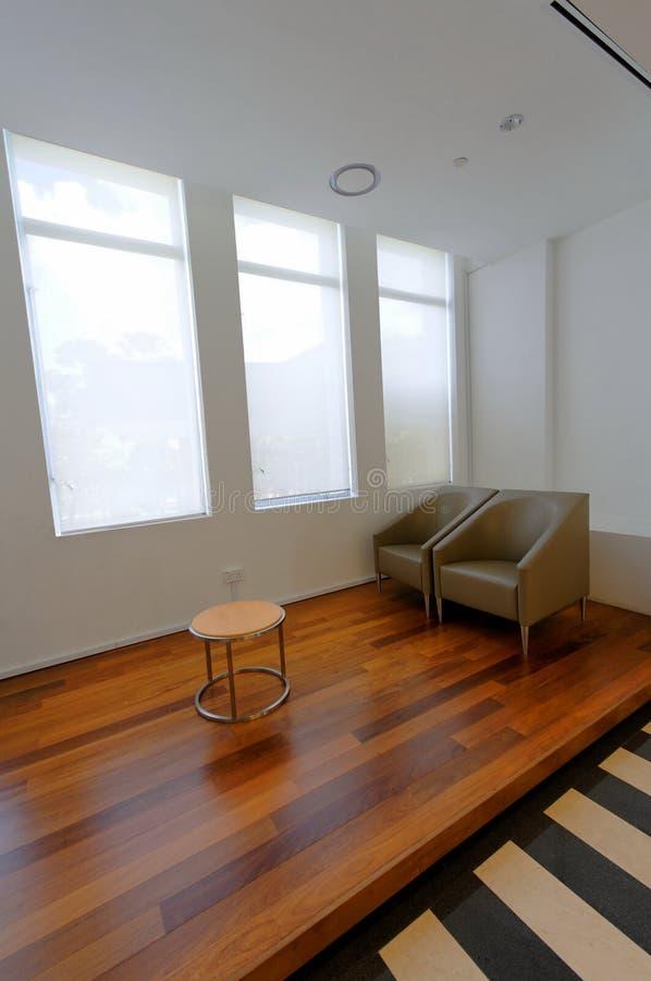 Área espaçoso da sala de estar fotografia de stock royalty free
