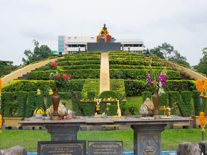A área espiritual tailandesa da oração para o rei Ramkhamhaeng, é marco icônico na universidade de Ramkhamhaeng foto de stock