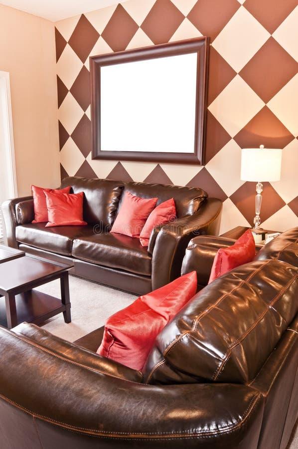Área habitável moderna do apartamento com moldura para retrato vazia fotos de stock royalty free