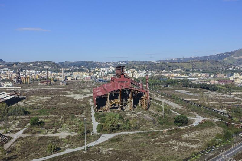 Área industrial abandonada cerca de Nápoles fotografía de archivo