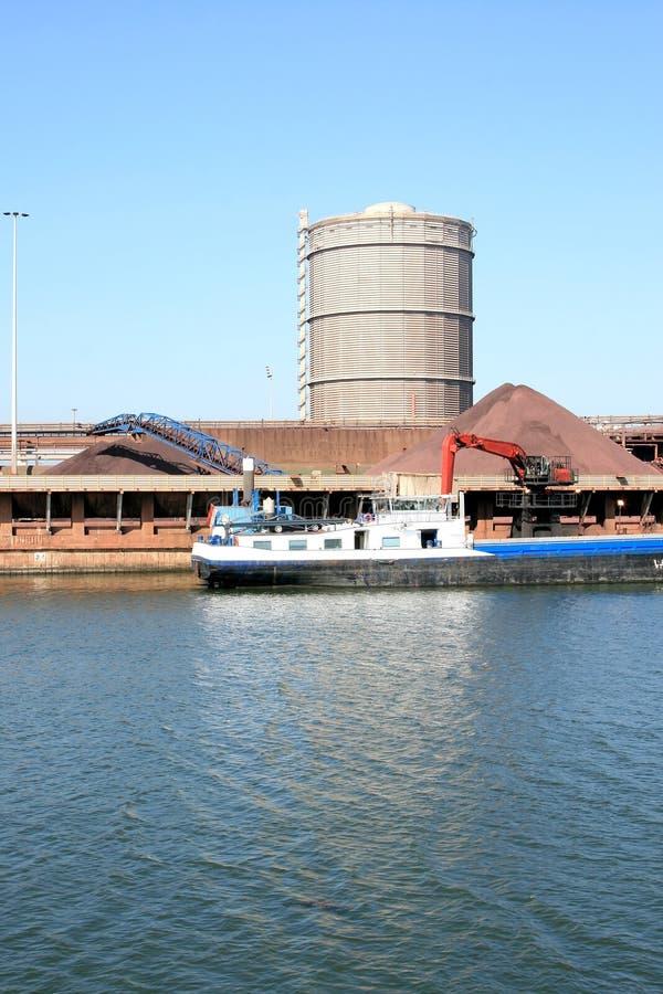 Área industrial holandesa y fábrica de acero imagenes de archivo