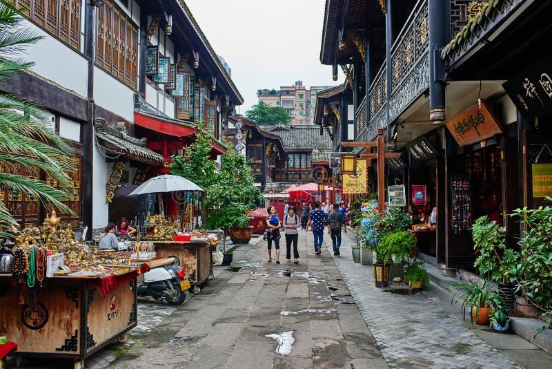 Área pedestre do monastério de Wenshu em Chengdu Sichuan China imagens de stock