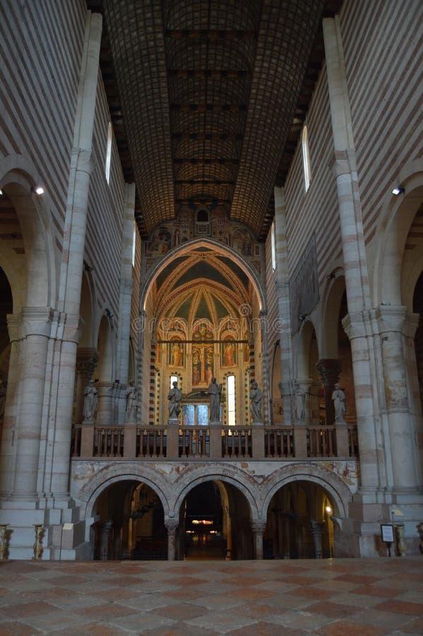 Área principal hermosa dentro del San Zenon Church In Verona Viaje, días de fiesta, arquitectura 30 de marzo de 2015 Verona, fotografía de archivo libre de regalías