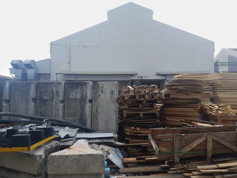 Área recogida de las plataformas usadas del papel de la cartulina del pedazo y maderas de la industria general de la gestión de d imagen de archivo libre de regalías