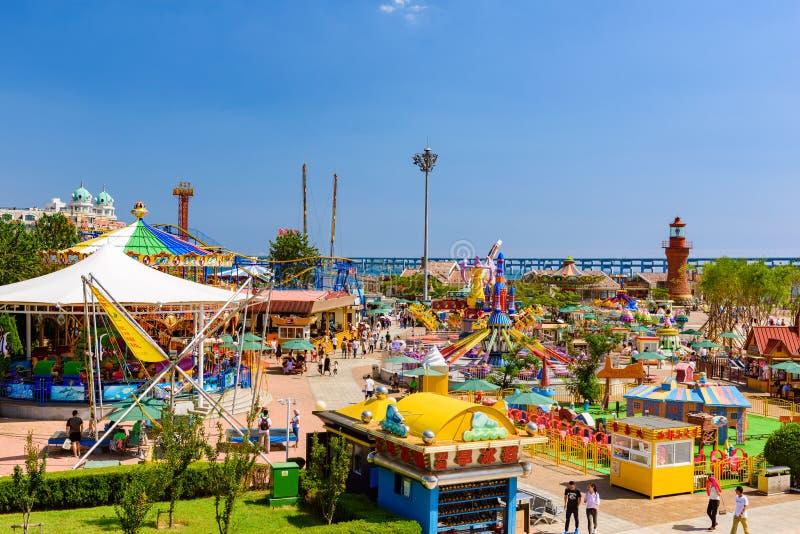 Área recreativa de la plaza Xinghai, Dalian, Liaoning, China foto de archivo