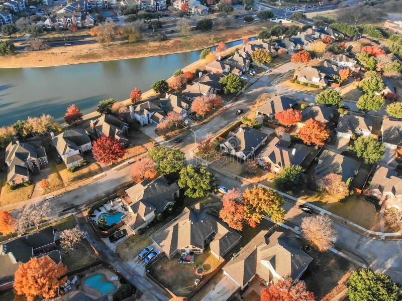 Área residencial da margem da vista superior com sem saída e o colorido imagens de stock royalty free