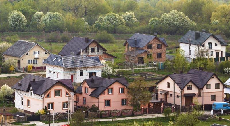 Área suburbana residencial quieta Rua com o comforta moderno novo imagem de stock royalty free