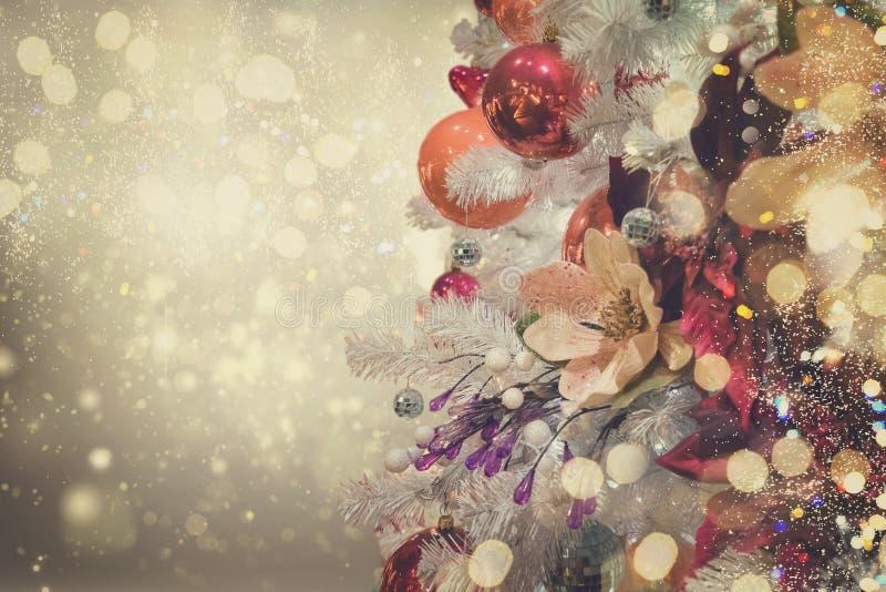 Árvore de abeto do Natal com decorações imagens de stock royalty free