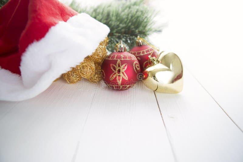 Árvore de abeto do Natal no fundo da placa de madeira com espaço da cópia fotografia de stock