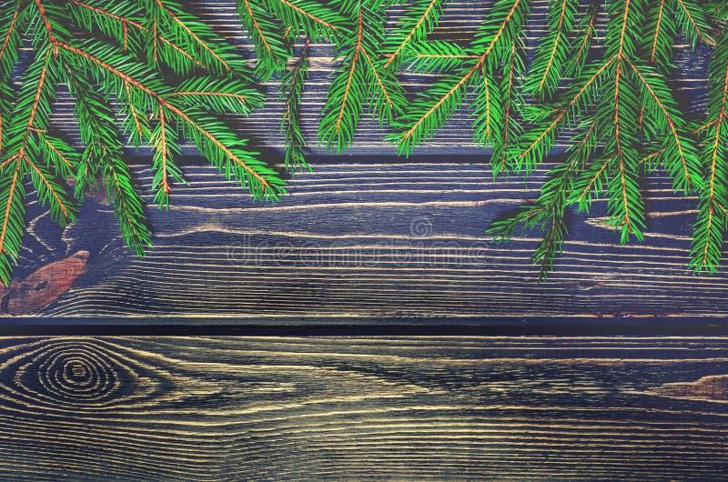Árvore de abeto do Natal no fundo de madeira fotos de stock royalty free
