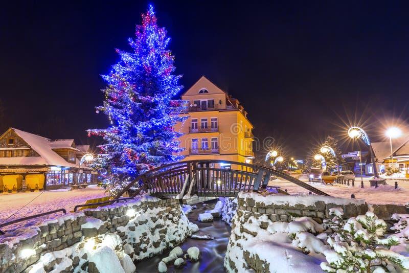 Árvore de Natal bonita na rua de Krupowki em Zakopane imagens de stock