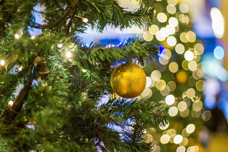 Árvore de Natal com decorações fotografia de stock royalty free