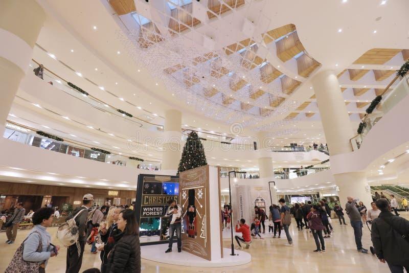 a árvore de Natal com os presentes na alameda de Admiralty foto de stock
