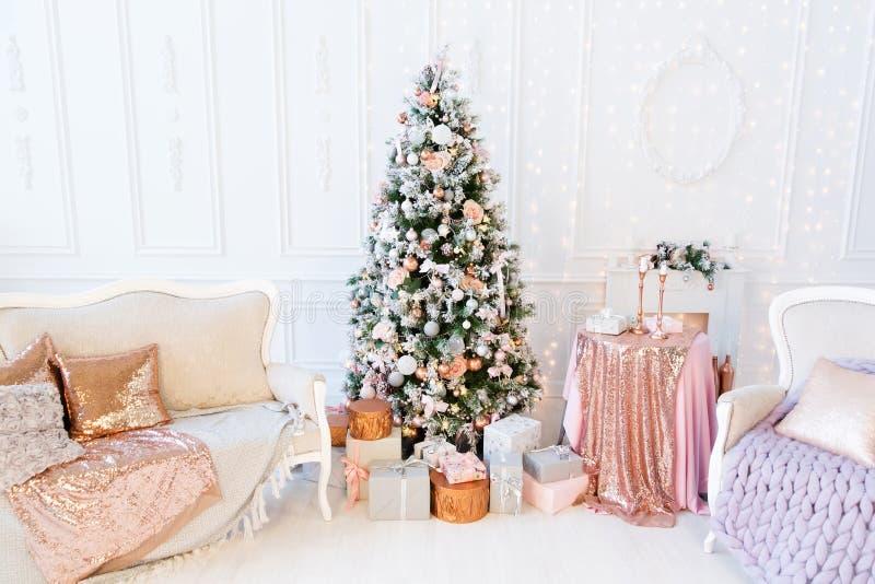 Árvore de Natal com presentes imagem de stock