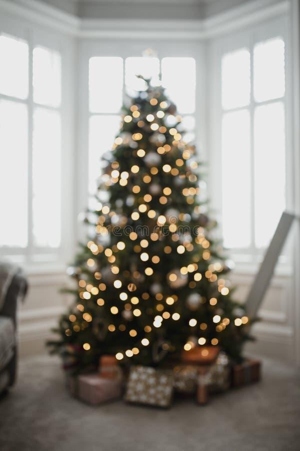 Árvore de Natal de Defocussed fotografia de stock