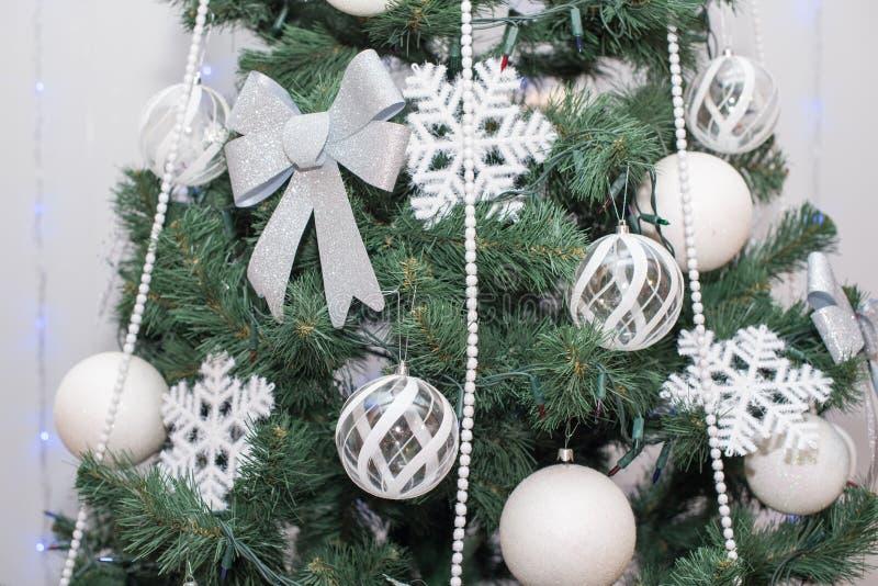 Árvore de Natal decorada bonita Fundo do feriado imagens de stock