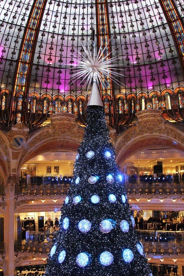 Árvore de Natal em Galeries Lafayette, Paris fotos de stock