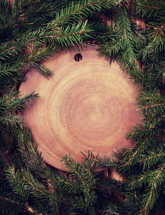 Árvore de Natal em um fundo & em um x28 de madeira; Toning& x29; imagem de stock royalty free