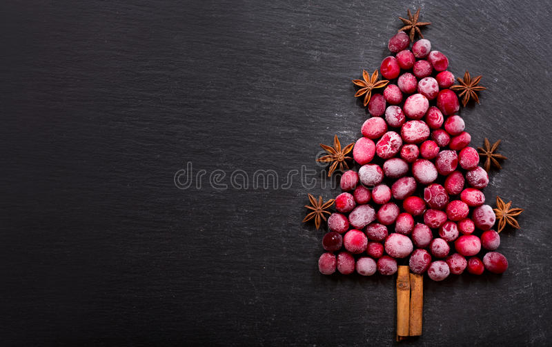 Árvore de Natal feita de arandos congelados foto de stock