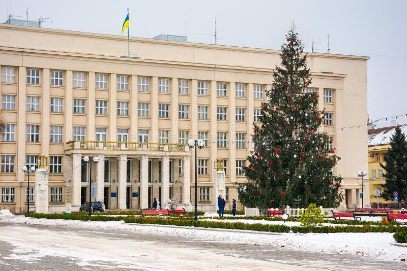 Árvore de Natal no centro da cidade fotografia de stock