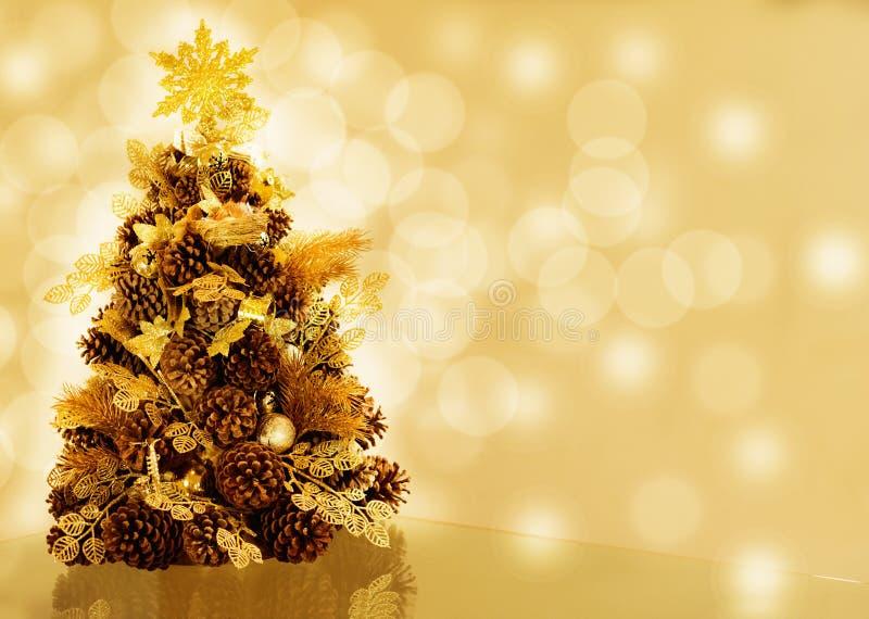 Árvore de Natal no fundo do bokeh imagens de stock