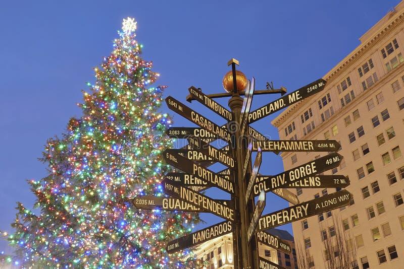 Árvore de Natal no quadrado pioneiro de Portland fotografia de stock royalty free