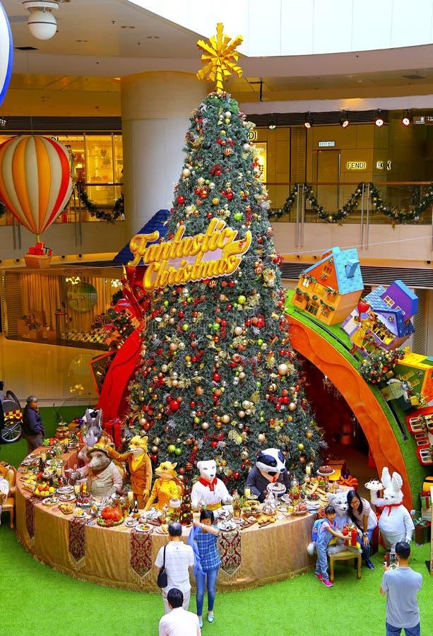 Árvore de Natal no shopping imagens de stock