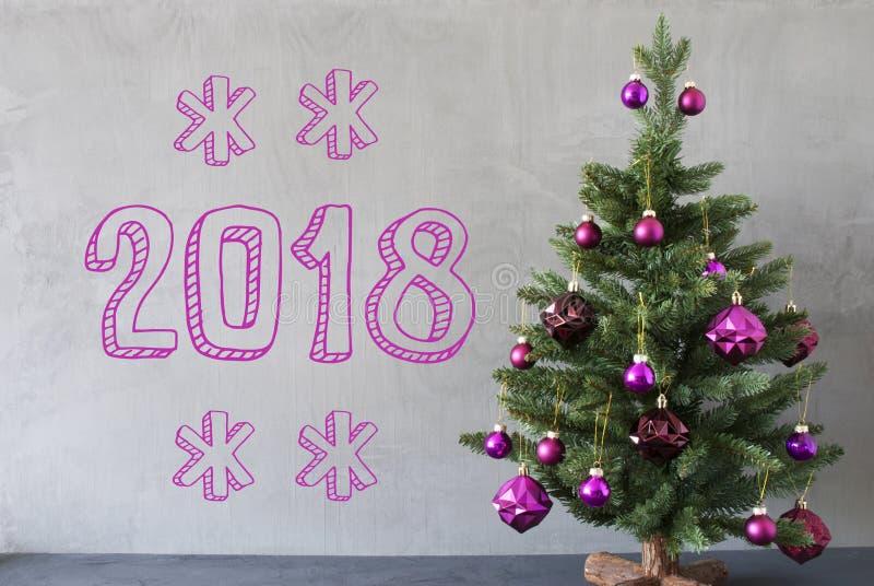 Árvore de Natal, parede do cimento, texto 2018 foto de stock royalty free
