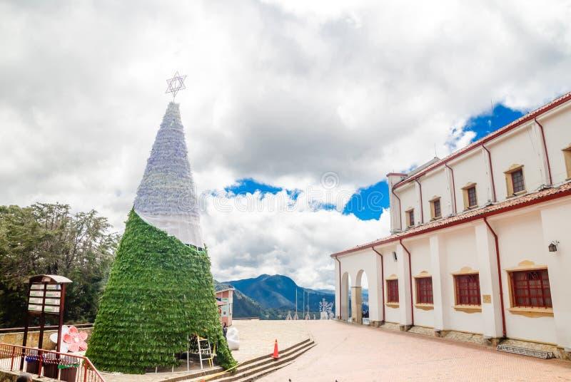 Árvore de Natal sobre Monserrate em Bogotá - Colômbia foto de stock royalty free