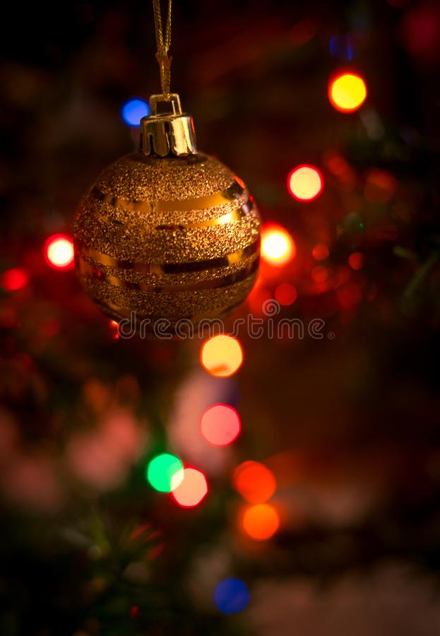 A árvore do Natal e é luzes fotos de stock royalty free