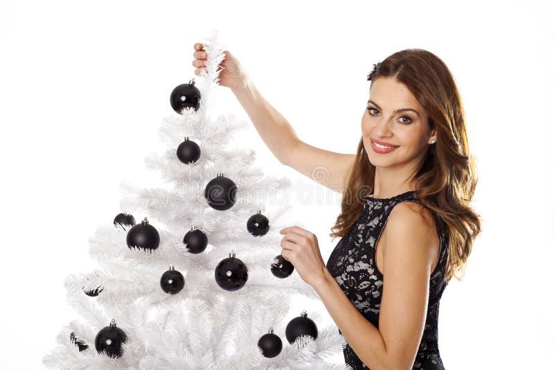 Árvore do White Christmas com mulher imagens de stock
